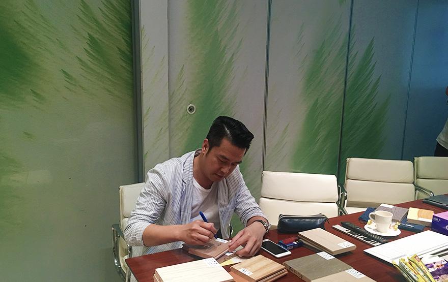 """2007年,黄志达成为久盛""""品牌战略顾问"""""""